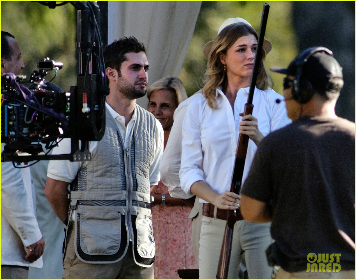 emily vancamp shoots rifle on revenge set 182749163