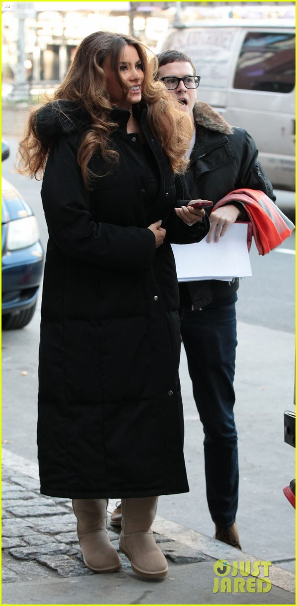 sofia vergara bundles up big apple 052766454