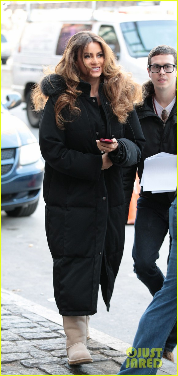 sofia vergara bundles up big apple 062766455