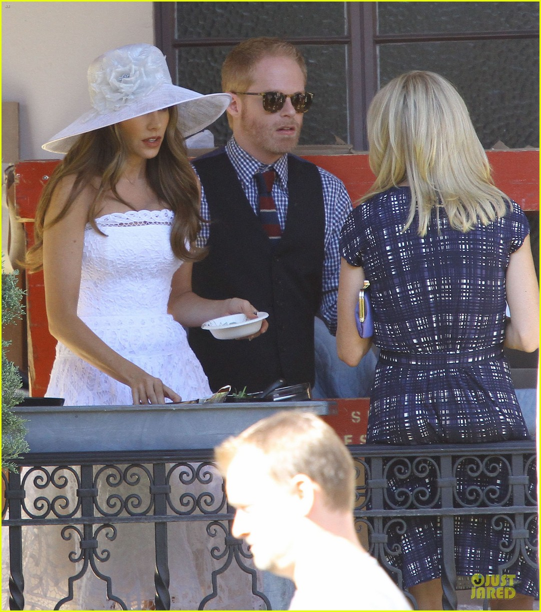 sofia vergara modern family cookie break 02