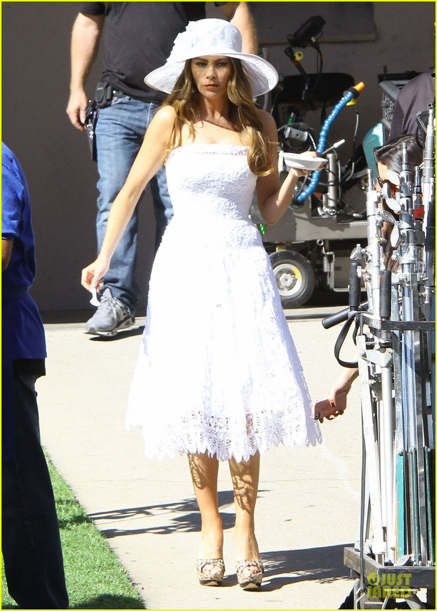 sofia vergara modern family cookie break 03