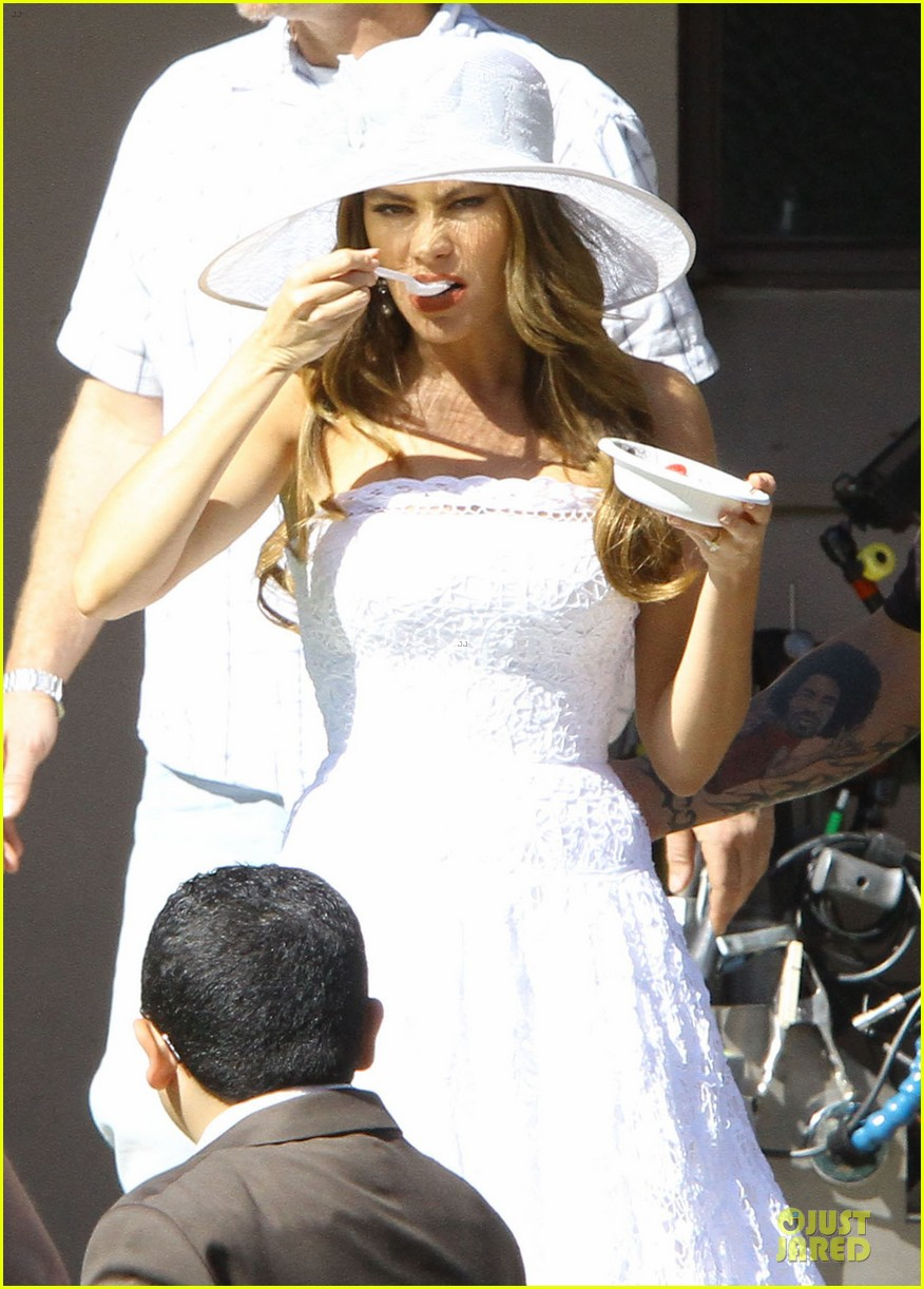 sofia vergara modern family cookie break 132752223