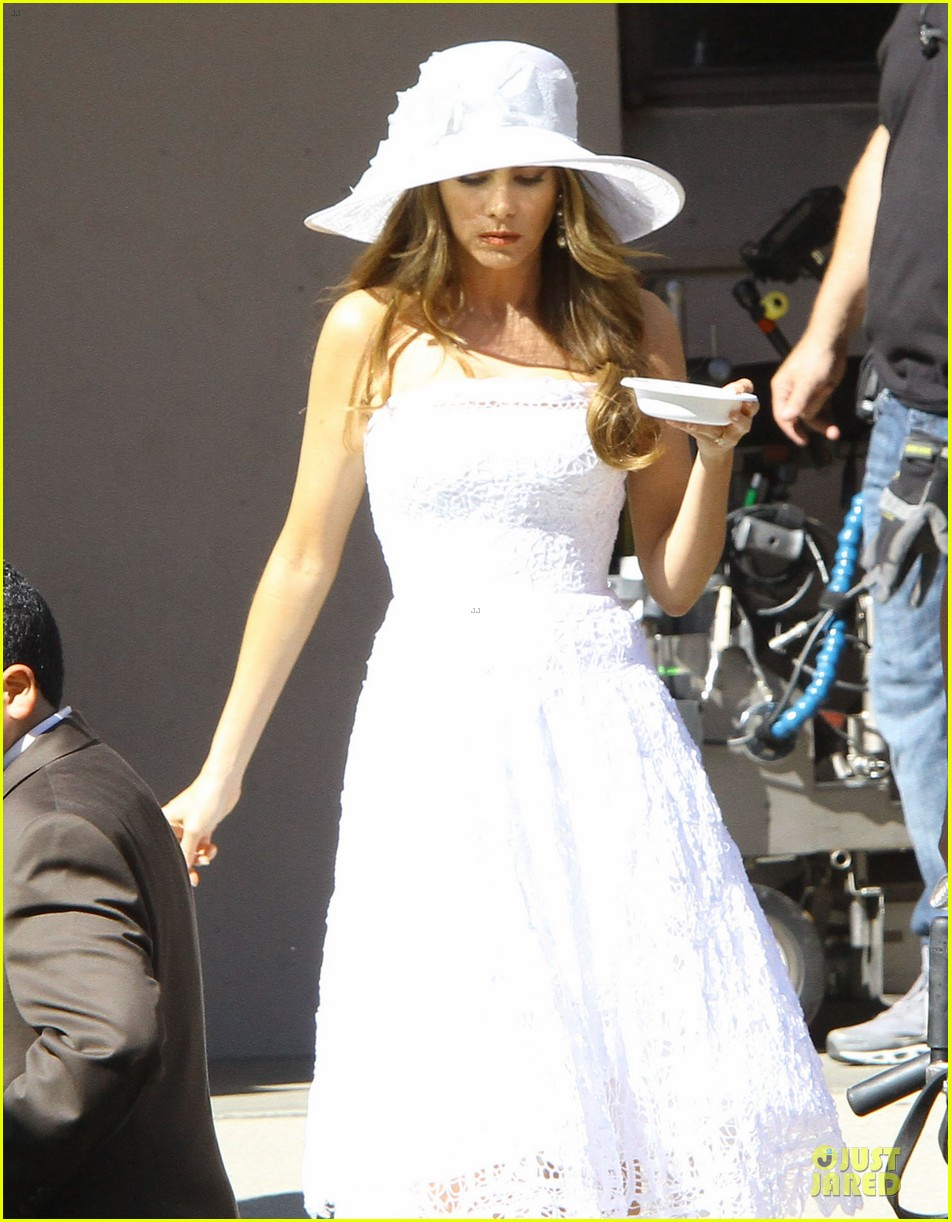 sofia vergara modern family cookie break 15