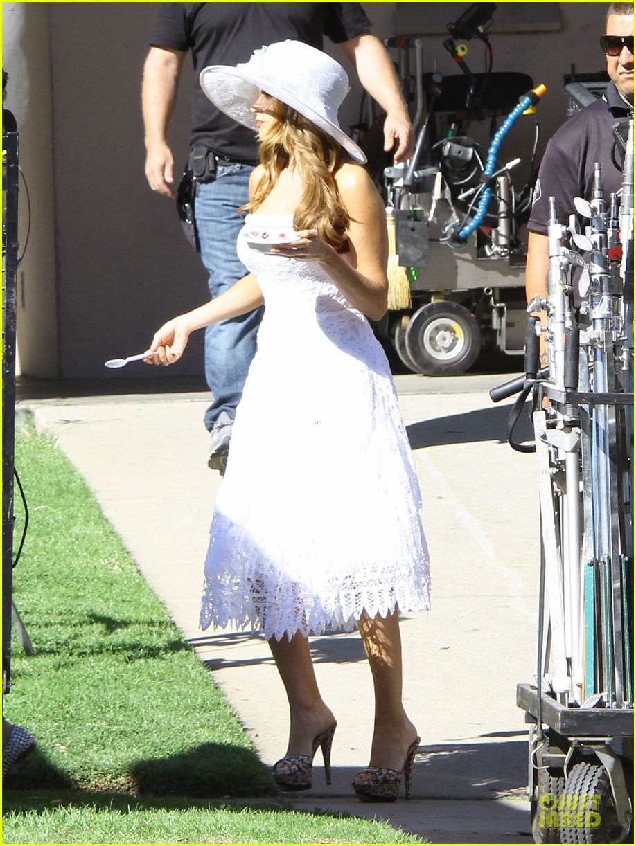 sofia vergara modern family cookie break 18