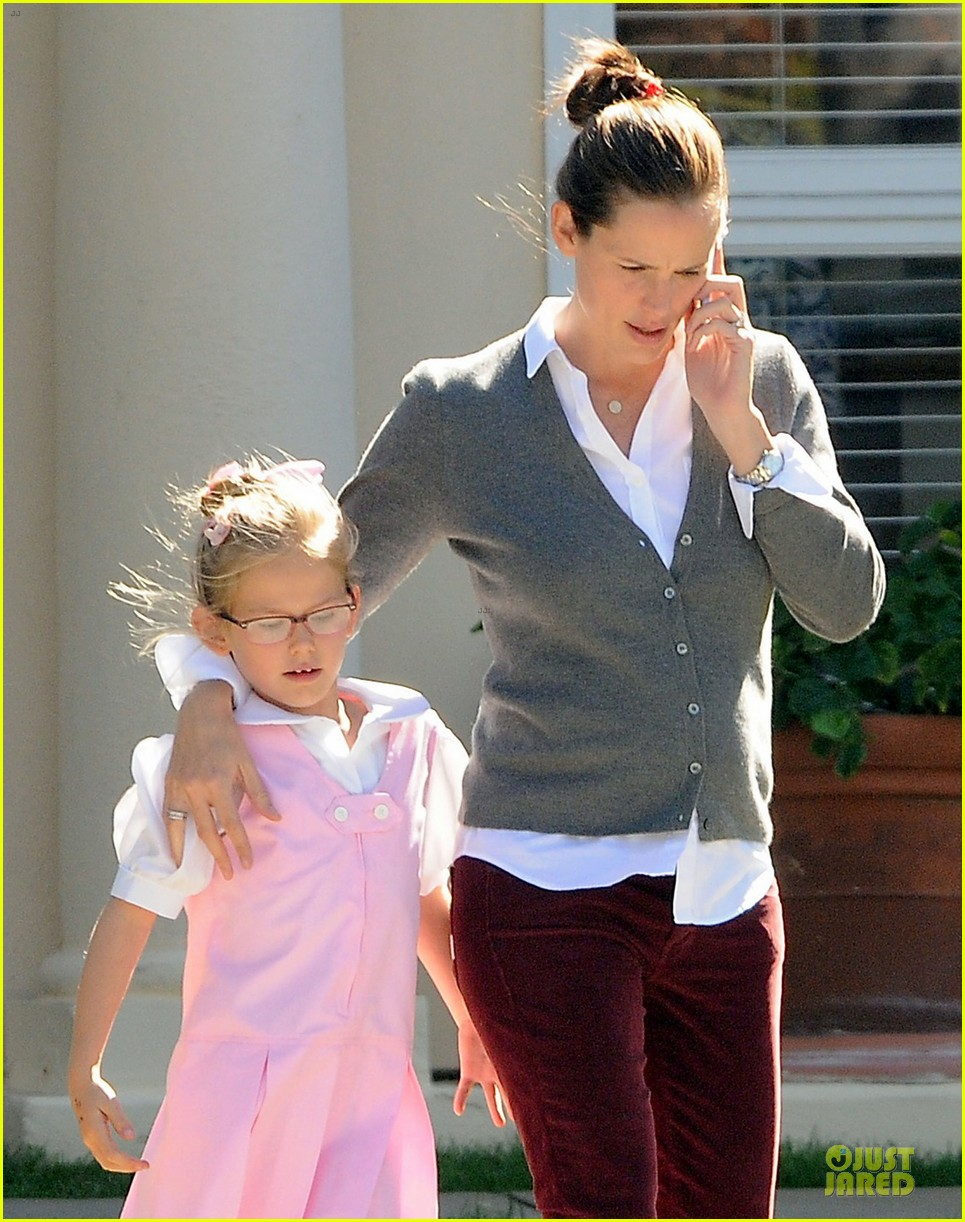 jennifer garner voting stop with violet 07