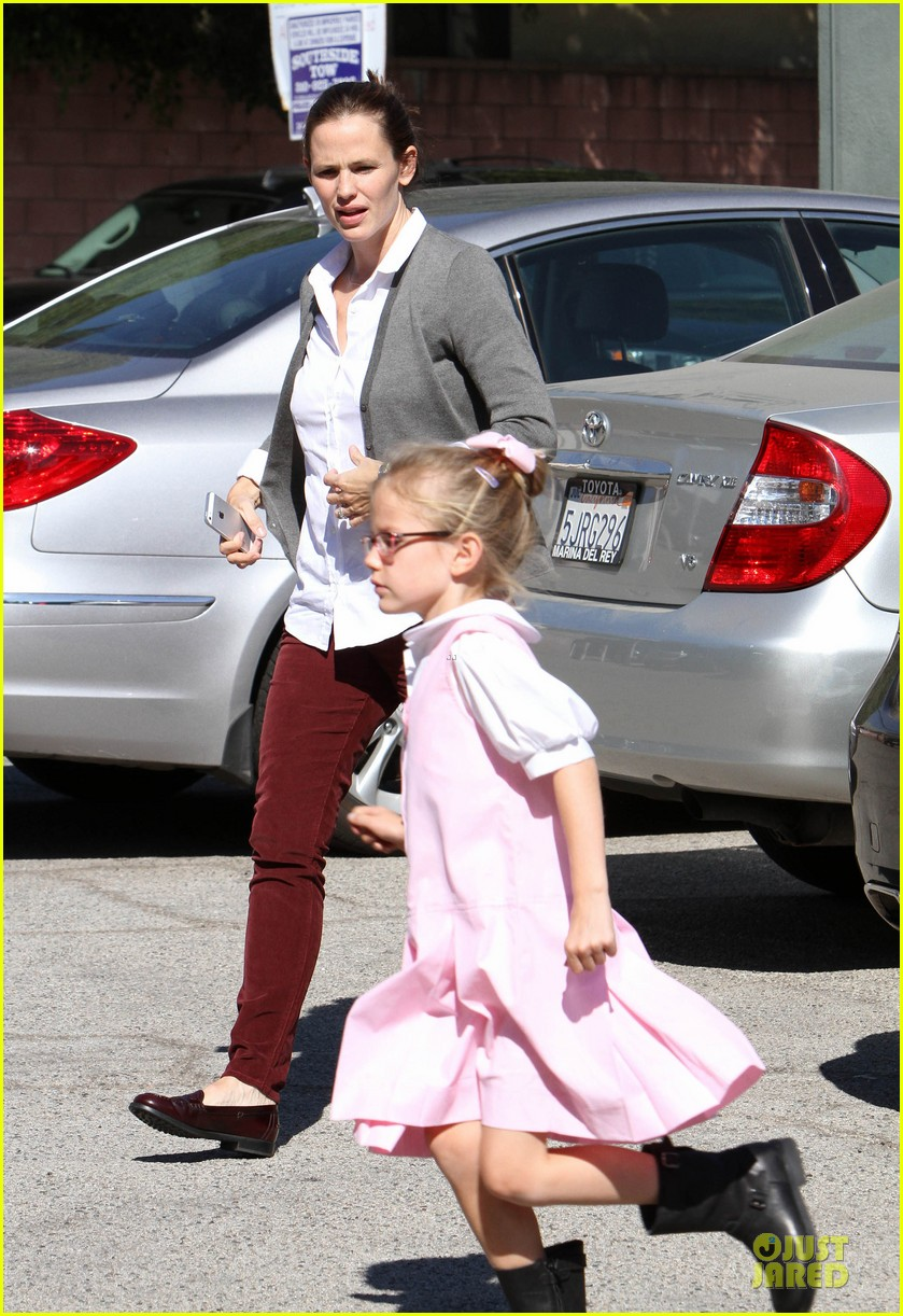 jennifer garner voting stop with violet 122752369