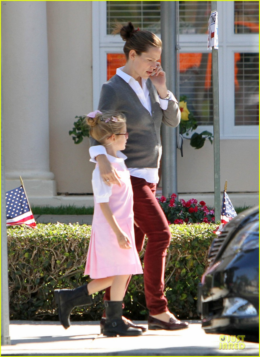 jennifer garner voting stop with violet 14