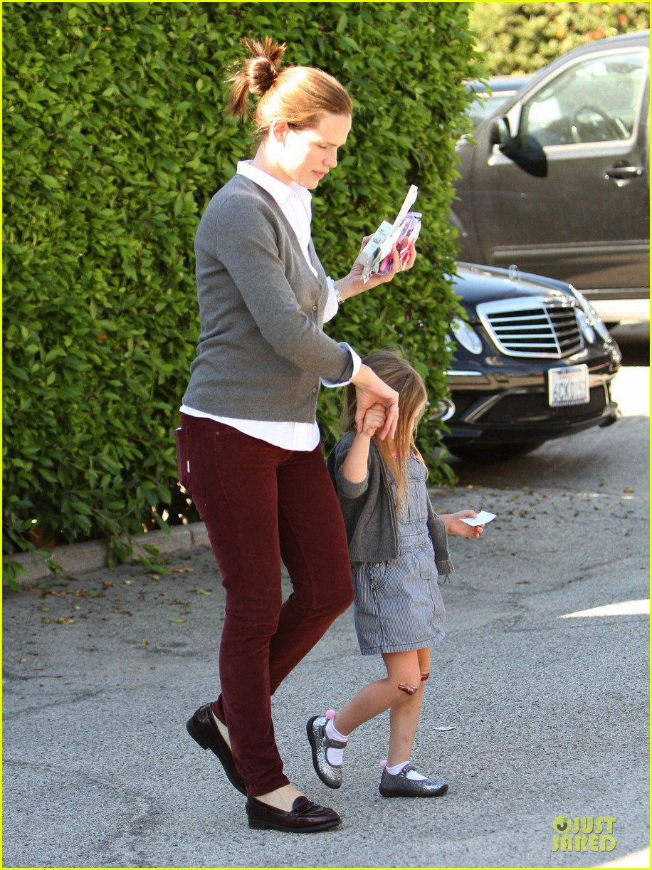 jennifer garner voting stop with violet 15