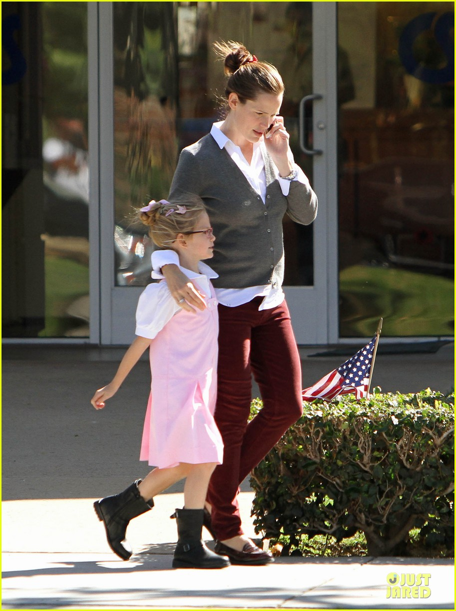 jennifer garner voting stop with violet 21