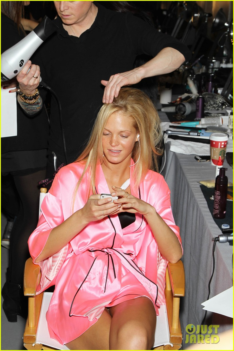 miranda kerr erin heatherton victorias secret fashion show backstage pics 142752659
