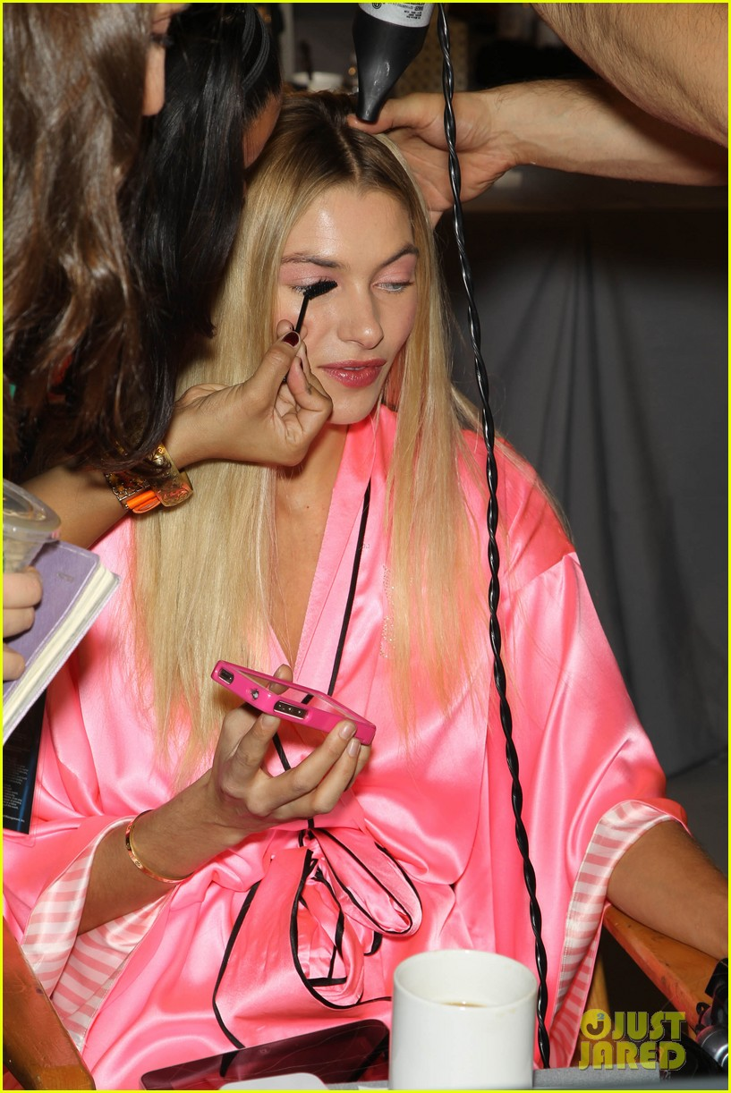 miranda kerr erin heatherton victorias secret fashion show backstage pics 18