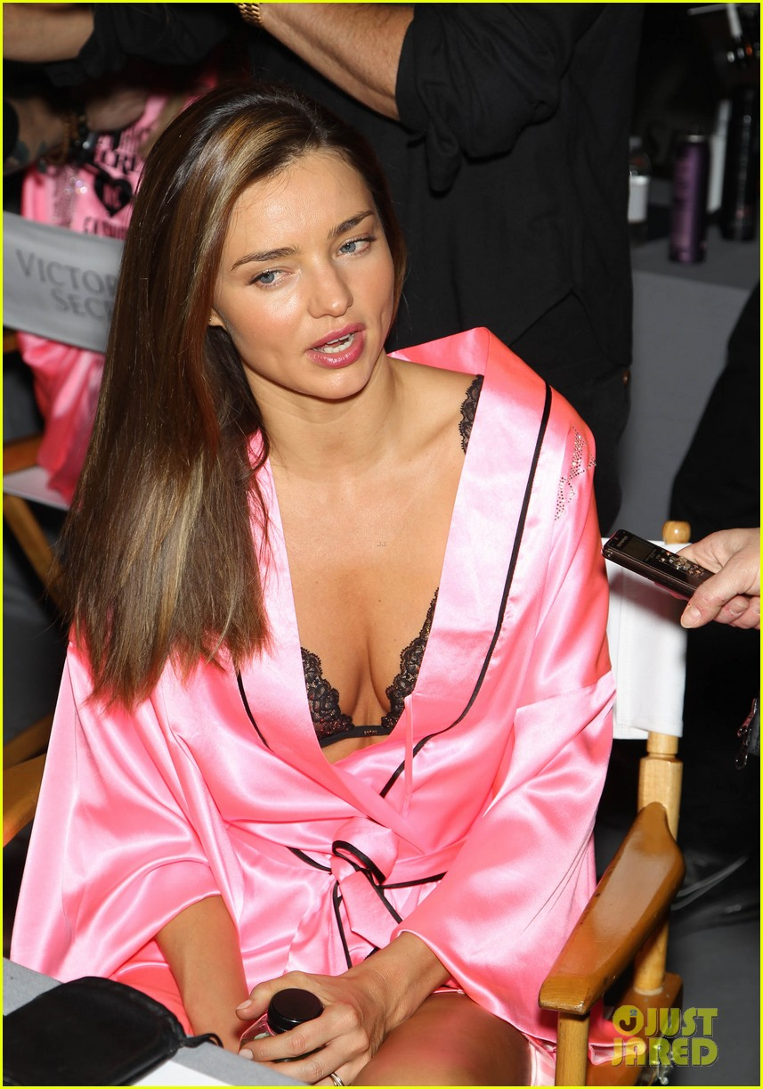 miranda kerr erin heatherton victorias secret fashion show backstage pics 232752668