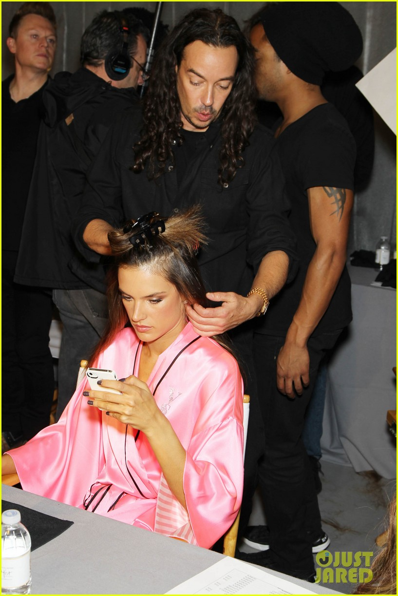 miranda kerr erin heatherton victorias secret fashion show backstage pics 38