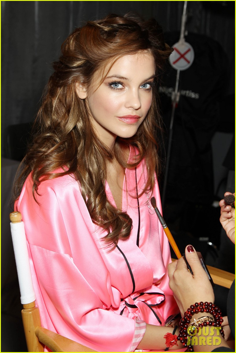 miranda kerr erin heatherton victorias secret fashion show backstage pics 422752687