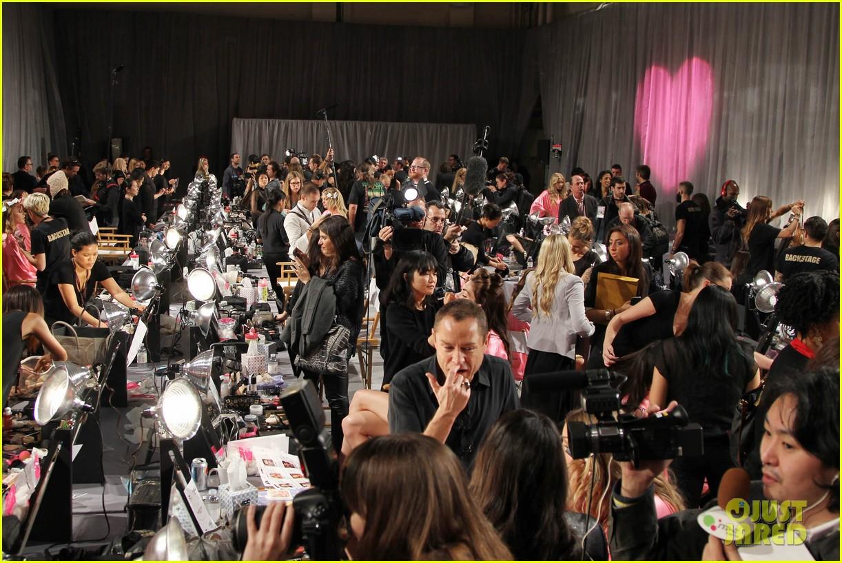 miranda kerr erin heatherton victorias secret fashion show backstage pics 522752697