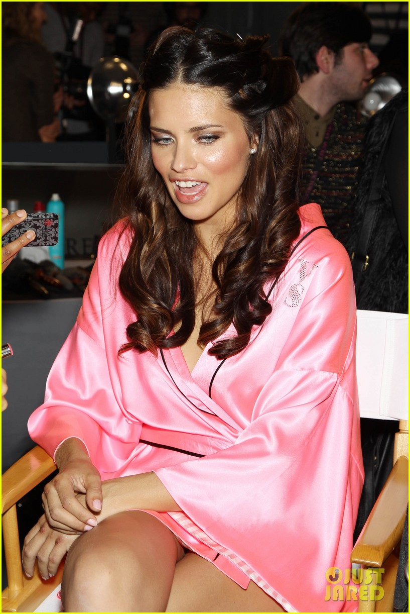 miranda kerr erin heatherton victorias secret fashion show backstage pics 58
