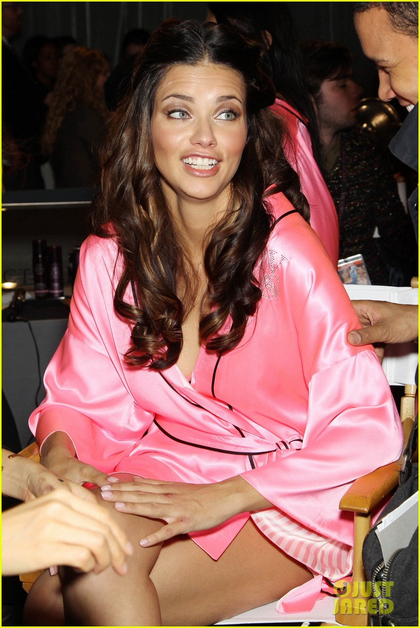 miranda kerr erin heatherton victorias secret fashion show backstage pics 592752704