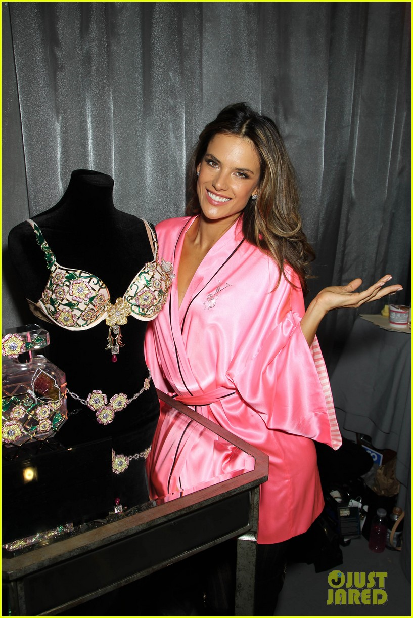 miranda kerr erin heatherton victorias secret fashion show backstage pics 722752717