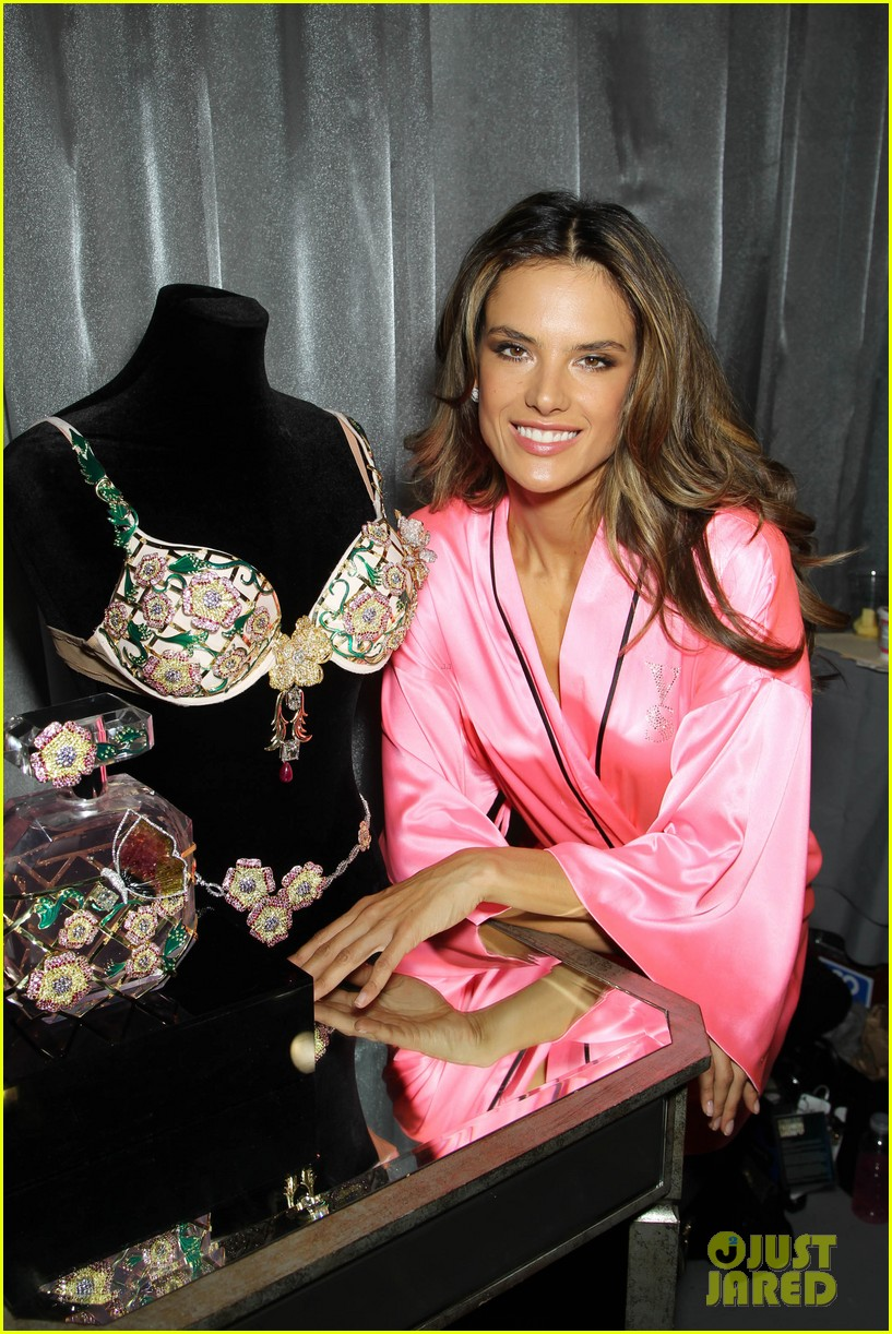 miranda kerr erin heatherton victorias secret fashion show backstage pics 732752718