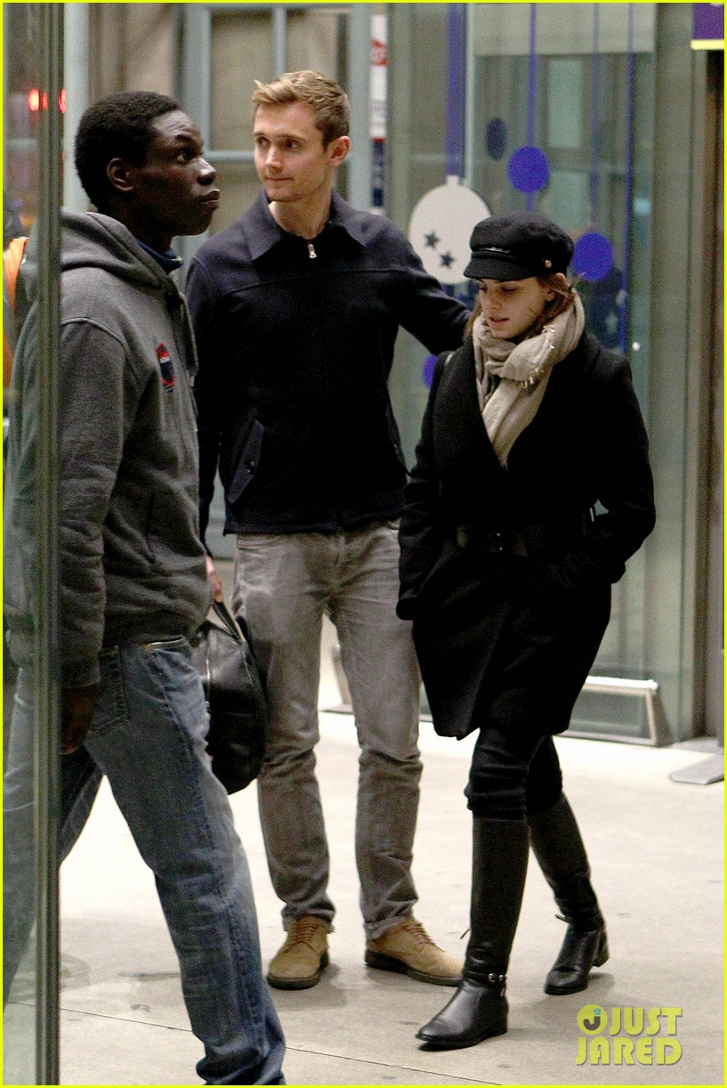emma watson bundled up in paris 052762981