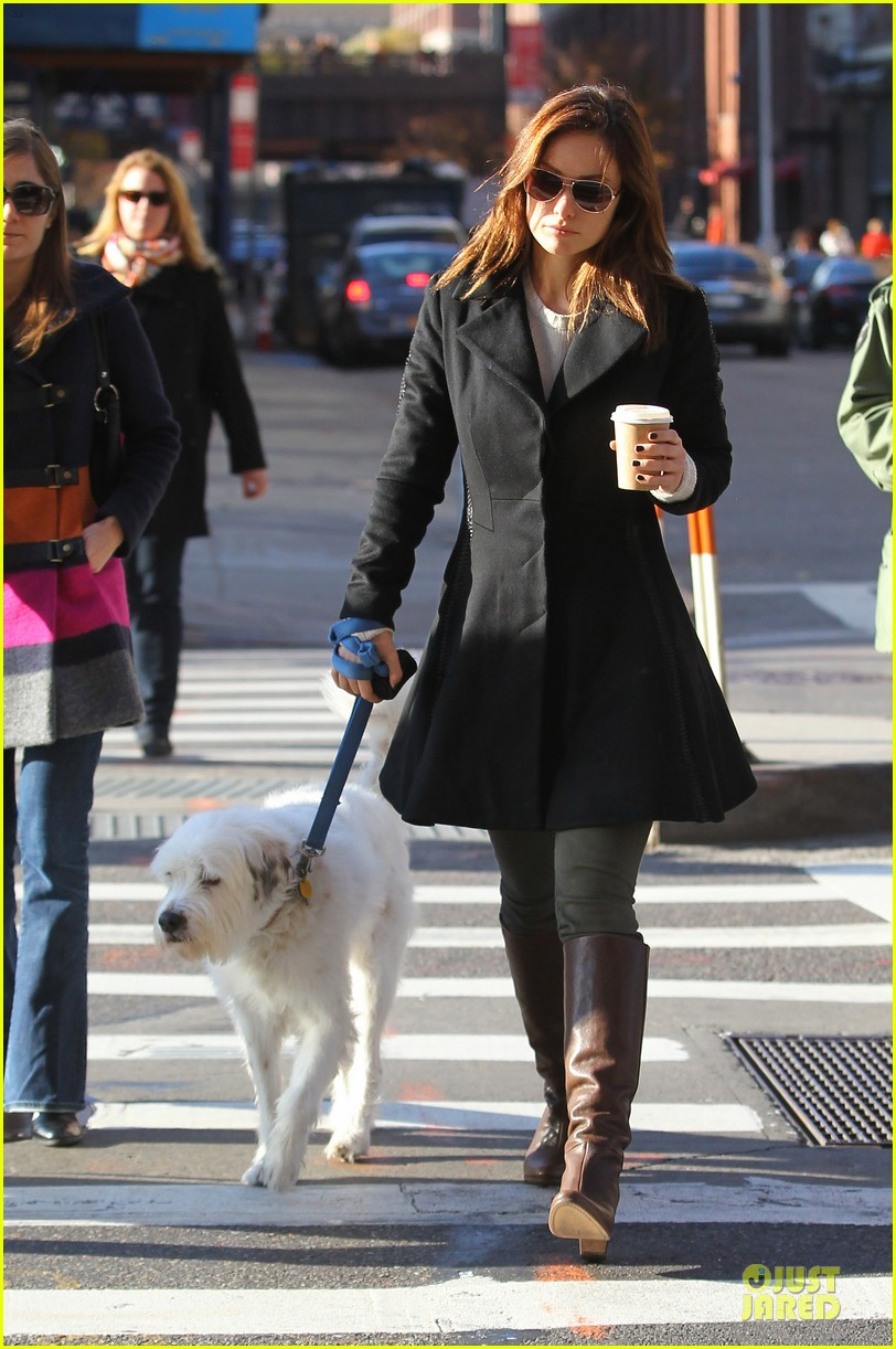 olivia wilde coffee run with paco 102759591