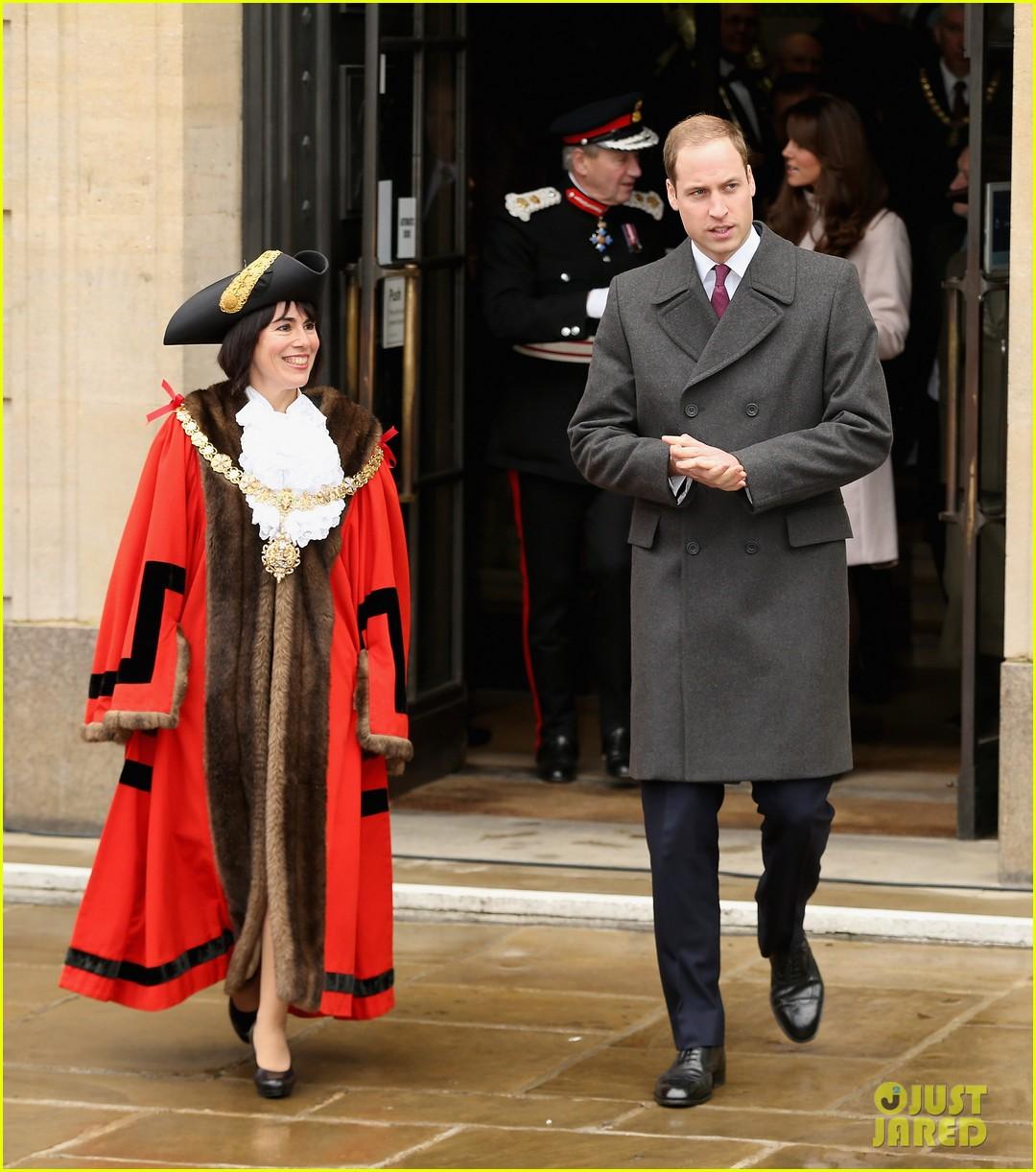 prince william duchess kate cambridge senate house visit 052765126