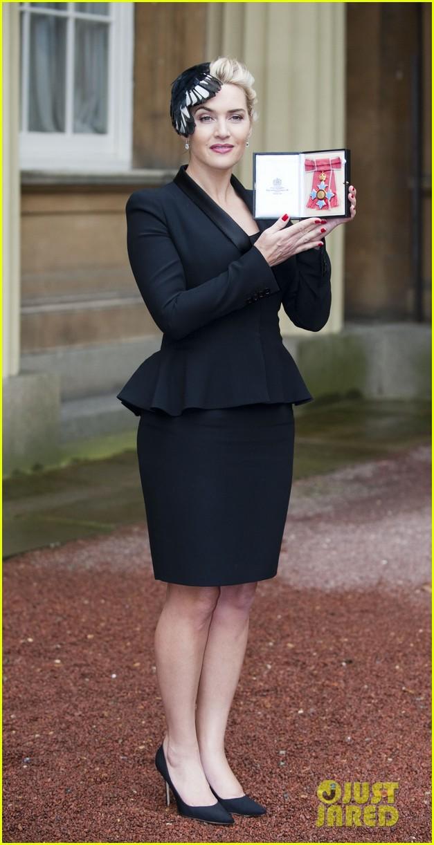 kate winslet receives cbe drama award at buckingham palace 012762047