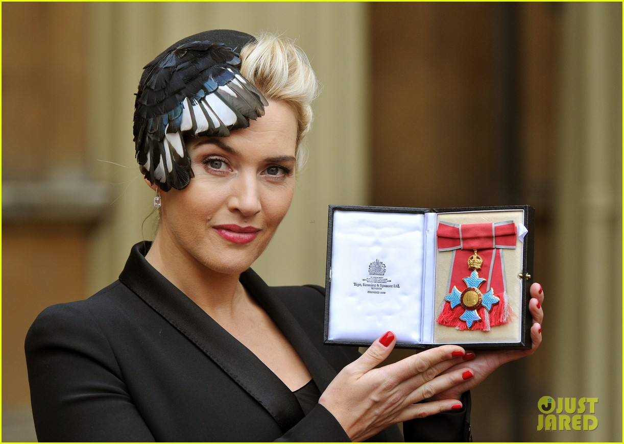 kate winslet receives cbe drama award at buckingham palace 022762048