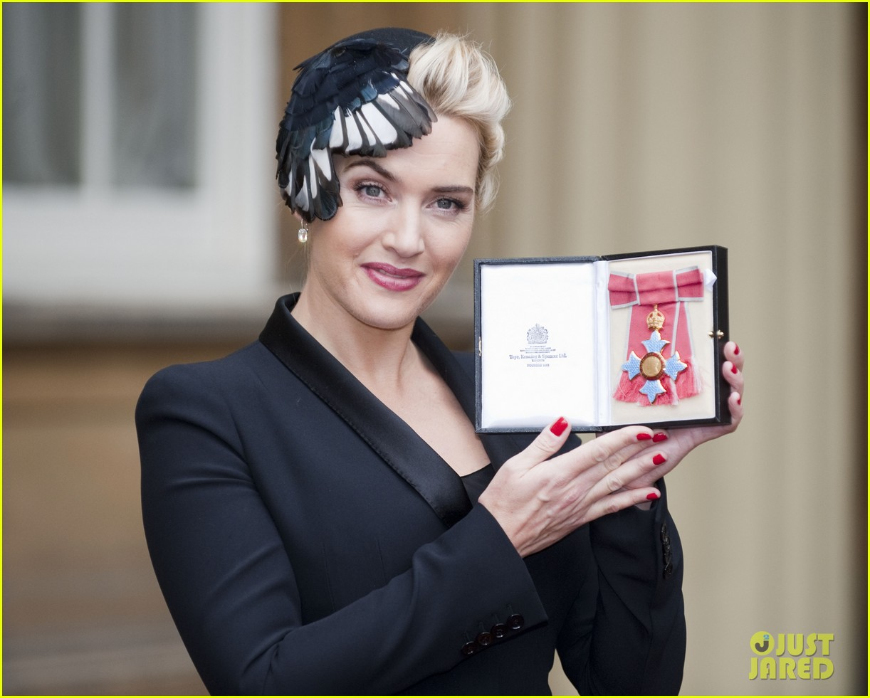 kate winslet receives cbe drama award at buckingham palace 09