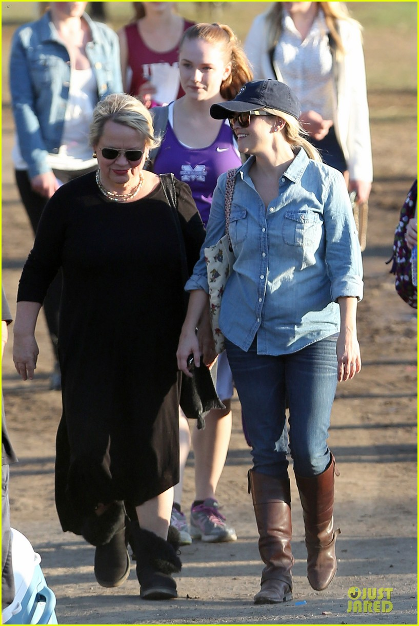 reese witherspoon avas track event with mother betty 162750149