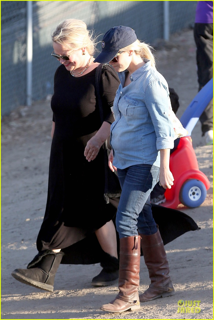 reese witherspoon avas track event with mother betty 202750153