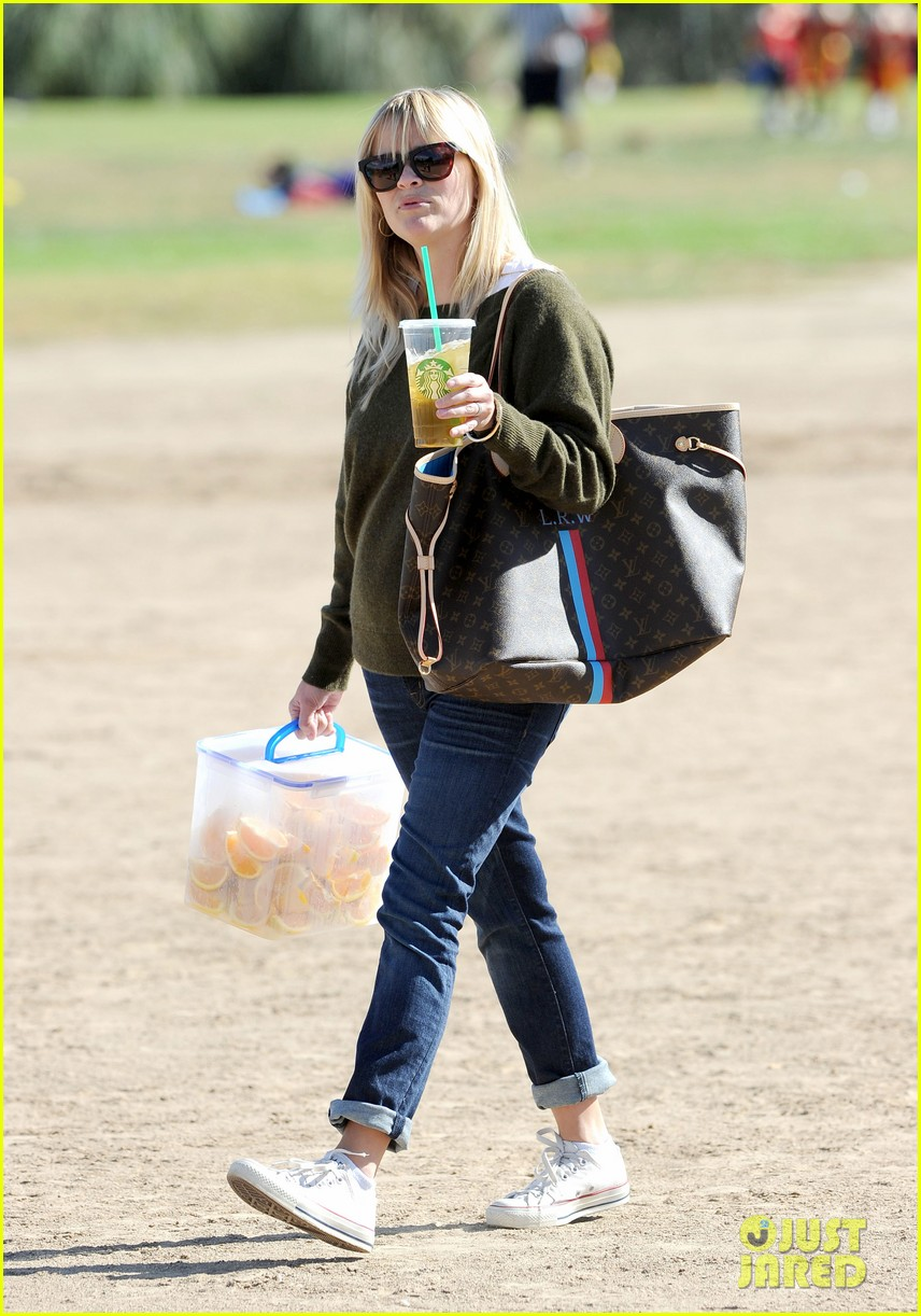 reese witherspoon ryan phillippe attend deacons soccer game 012754784