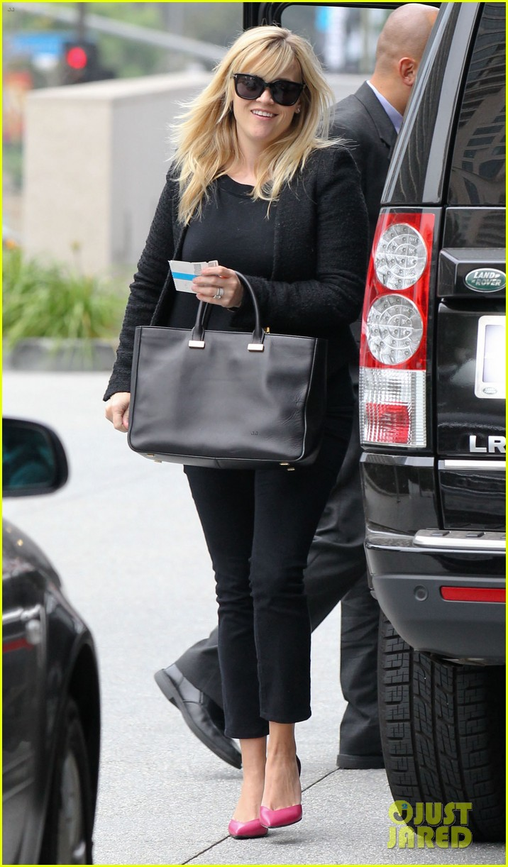 reese witherspoon afternoon business meeting 012758658