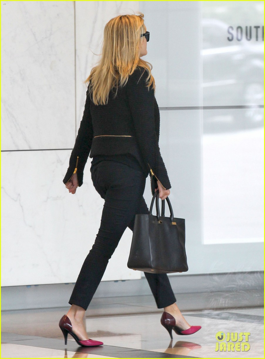 reese witherspoon afternoon business meeting 052758662