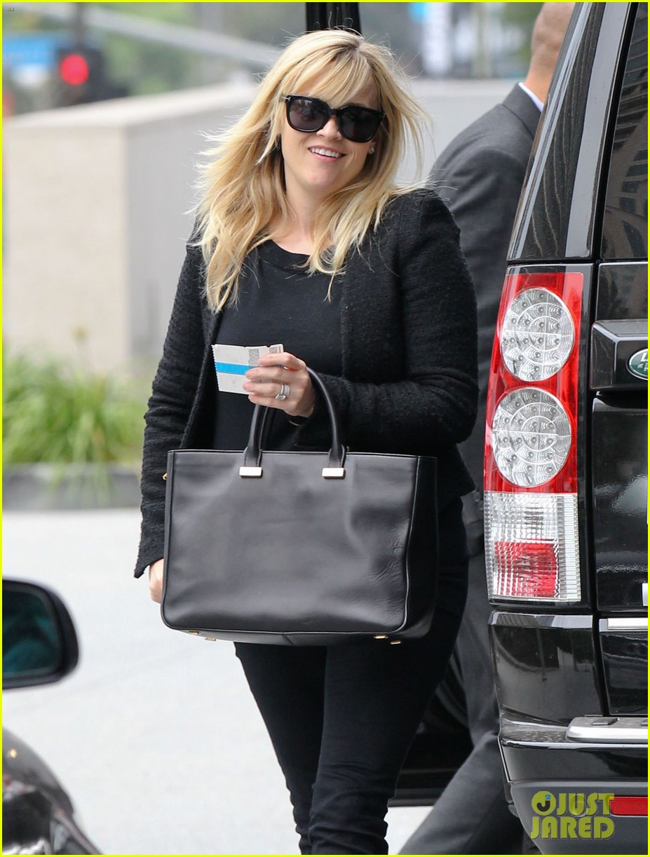 reese witherspoon afternoon business meeting 062758663