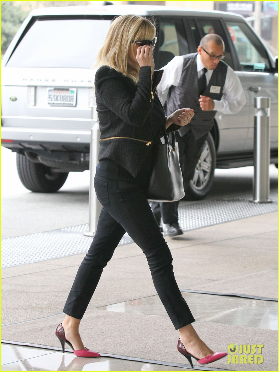 reese witherspoon afternoon business meeting 09