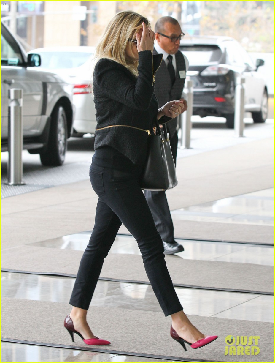 reese witherspoon afternoon business meeting 102758667