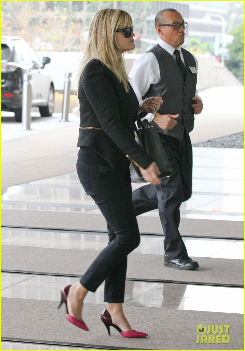 reese witherspoon afternoon business meeting 112758668