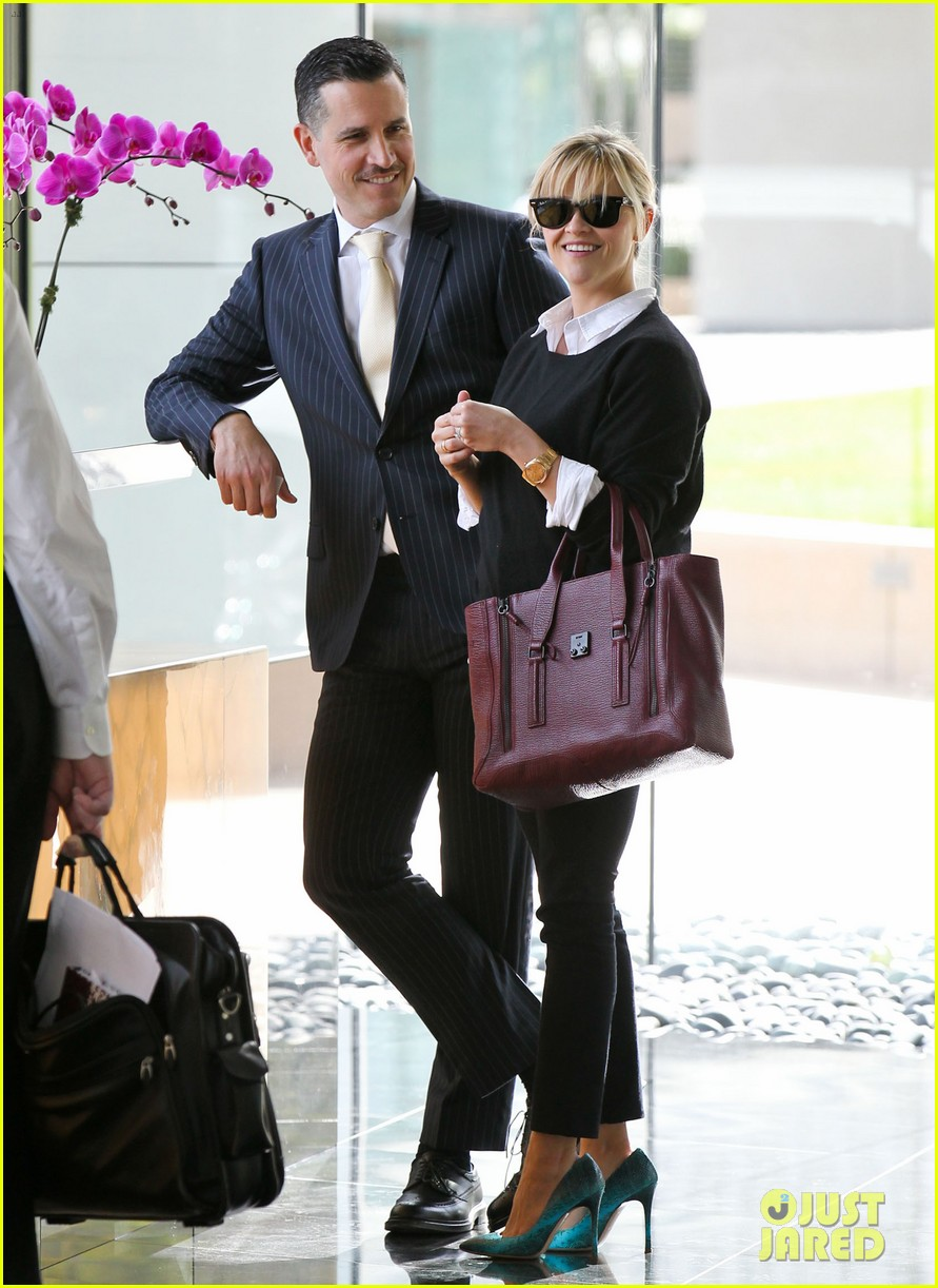 reese witherspoon visits hubby jim toth at the office 02
