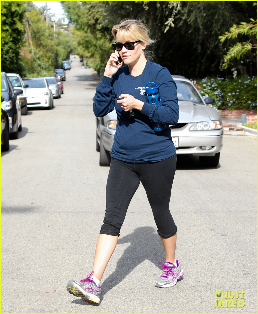 reese witherspoon visits hubby jim toth at the office 052757559
