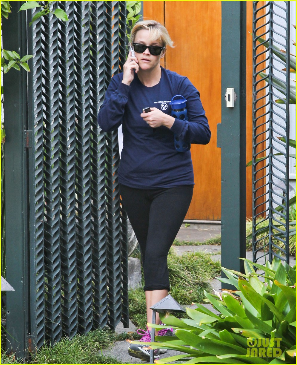reese witherspoon visits hubby jim toth at the office 122757566