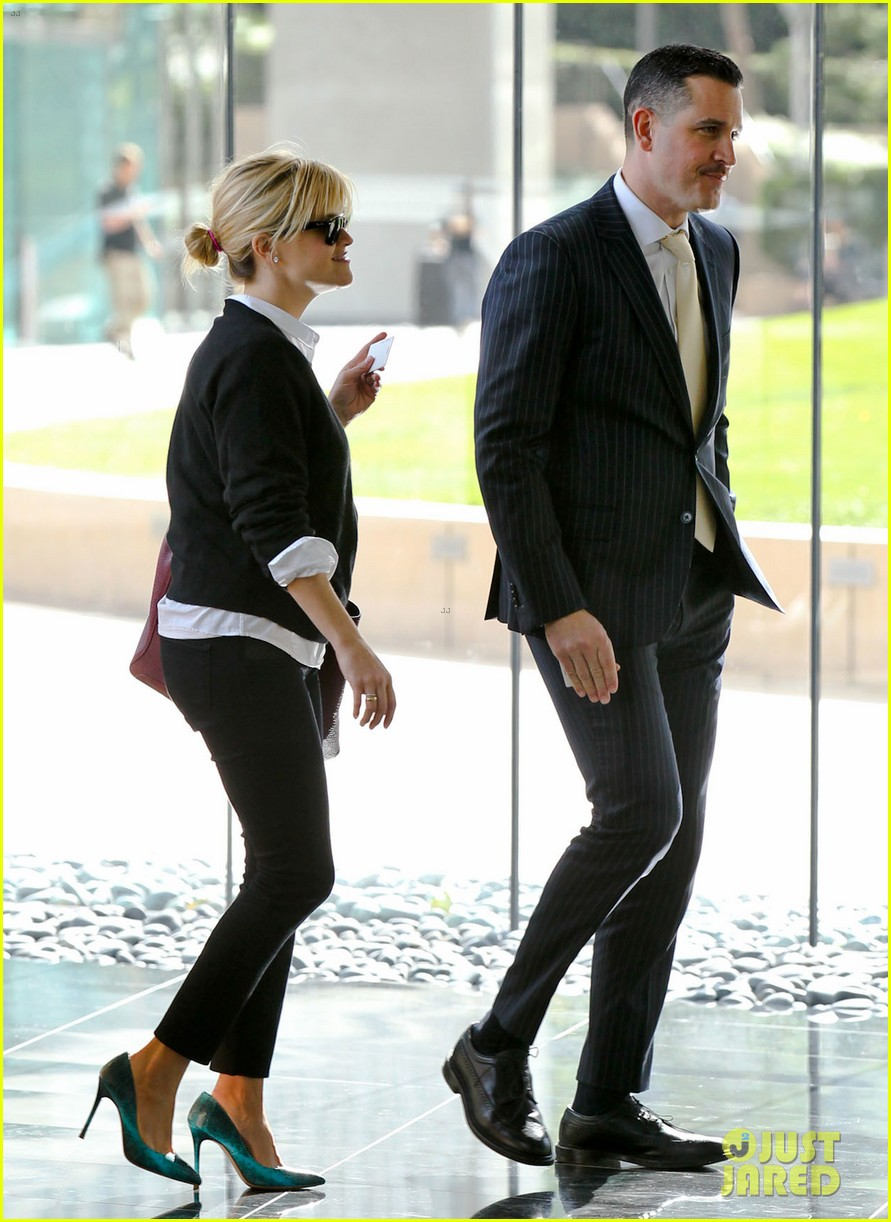 reese witherspoon visits hubby jim toth at the office 21