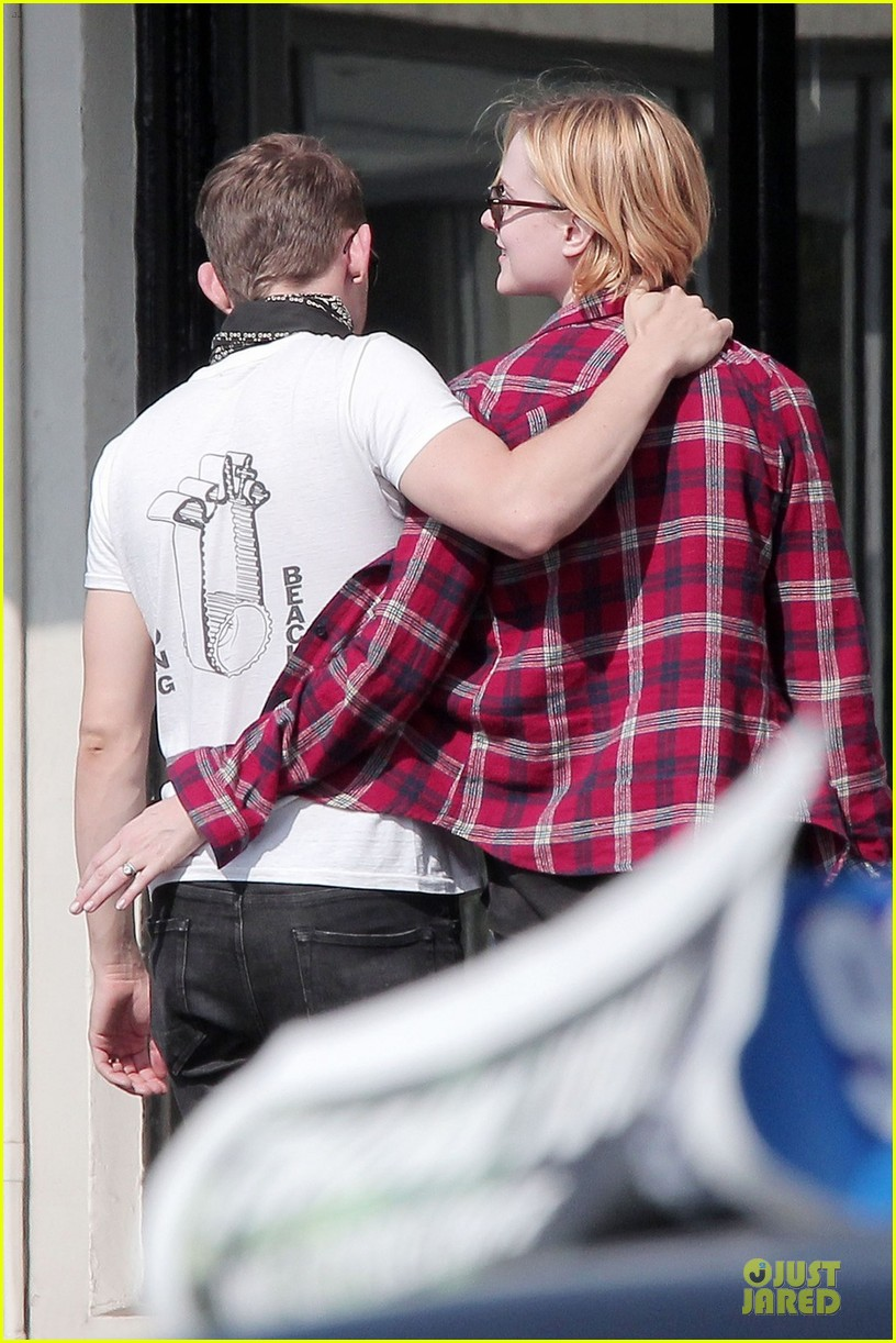 evan rachel wood jamie bell post wedding stop in santa monica 05
