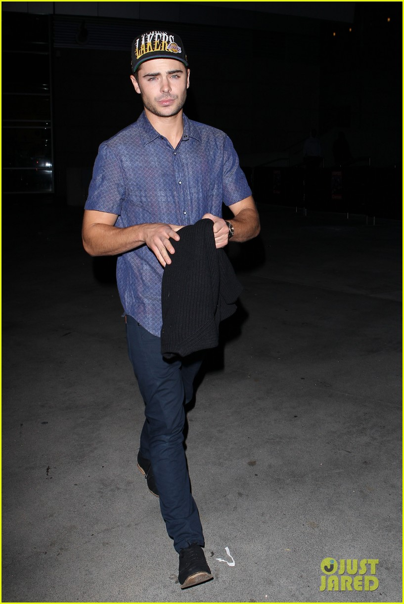 zac efron loves the lakers 032757275