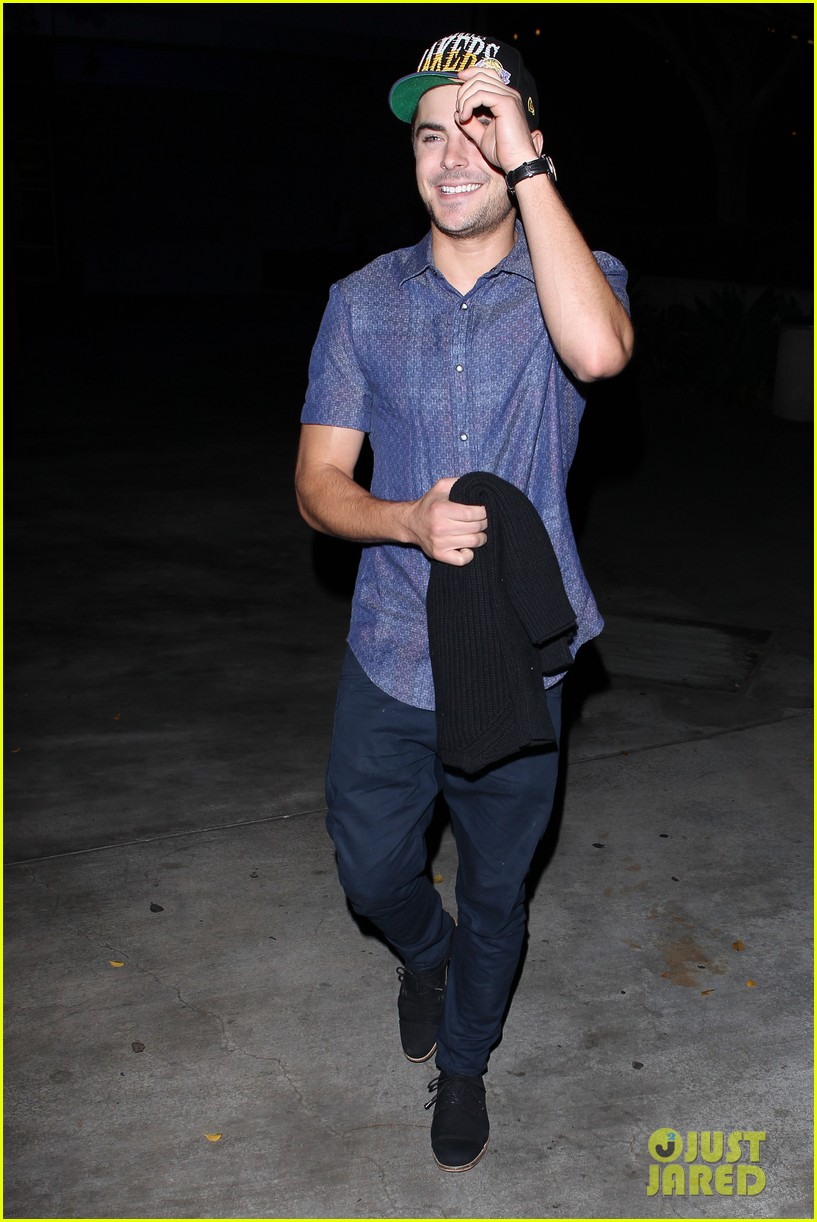 zac efron loves the lakers 042757276