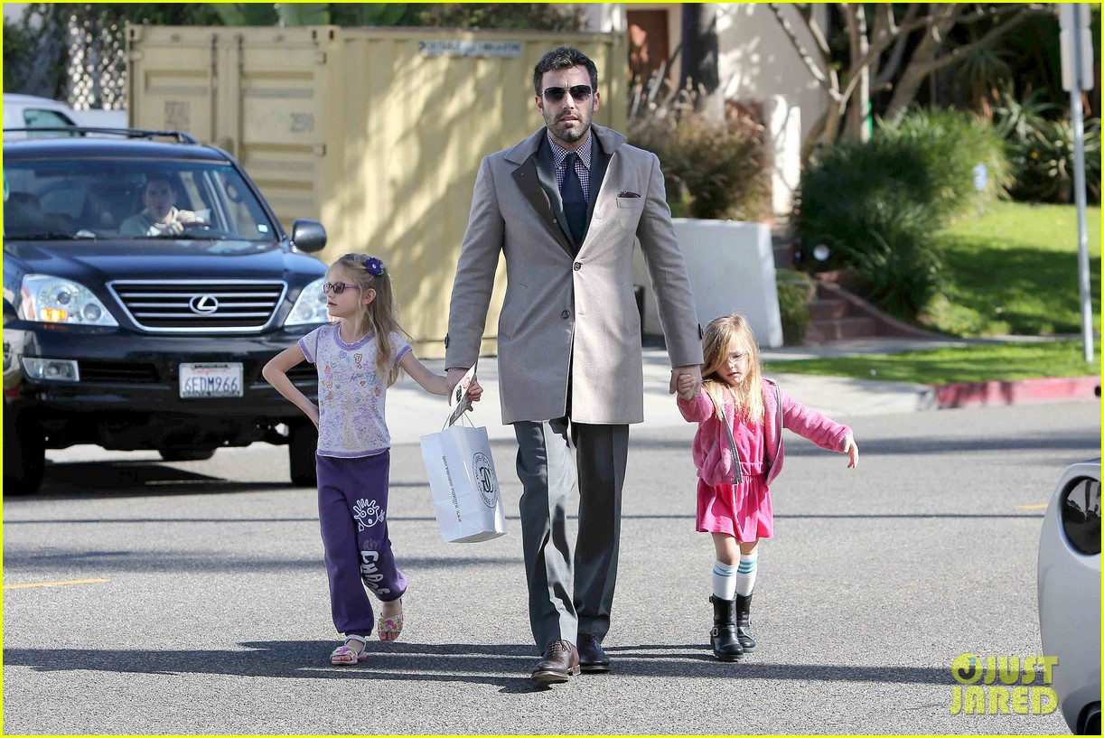 ben affleck williams sonoma shopping with the girls 102779868