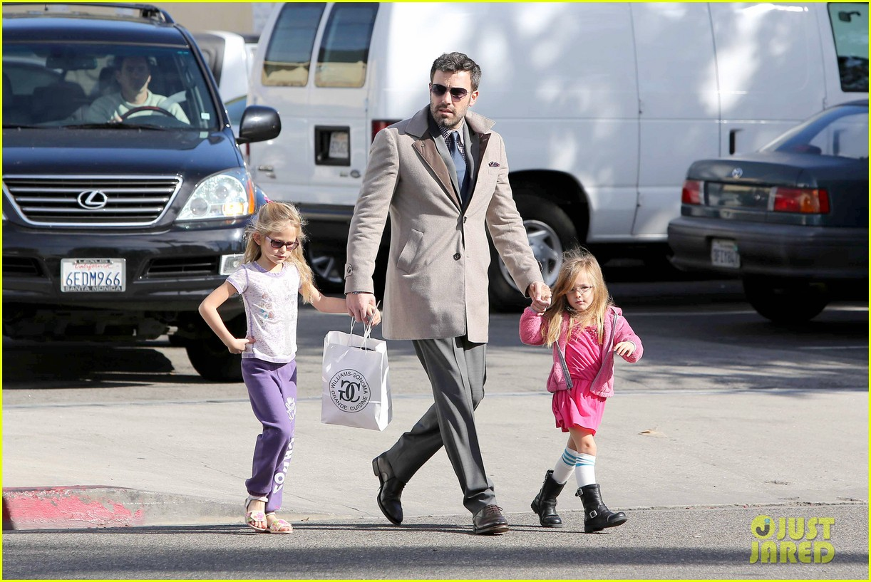 ben affleck williams sonoma shopping with the girls 112779869