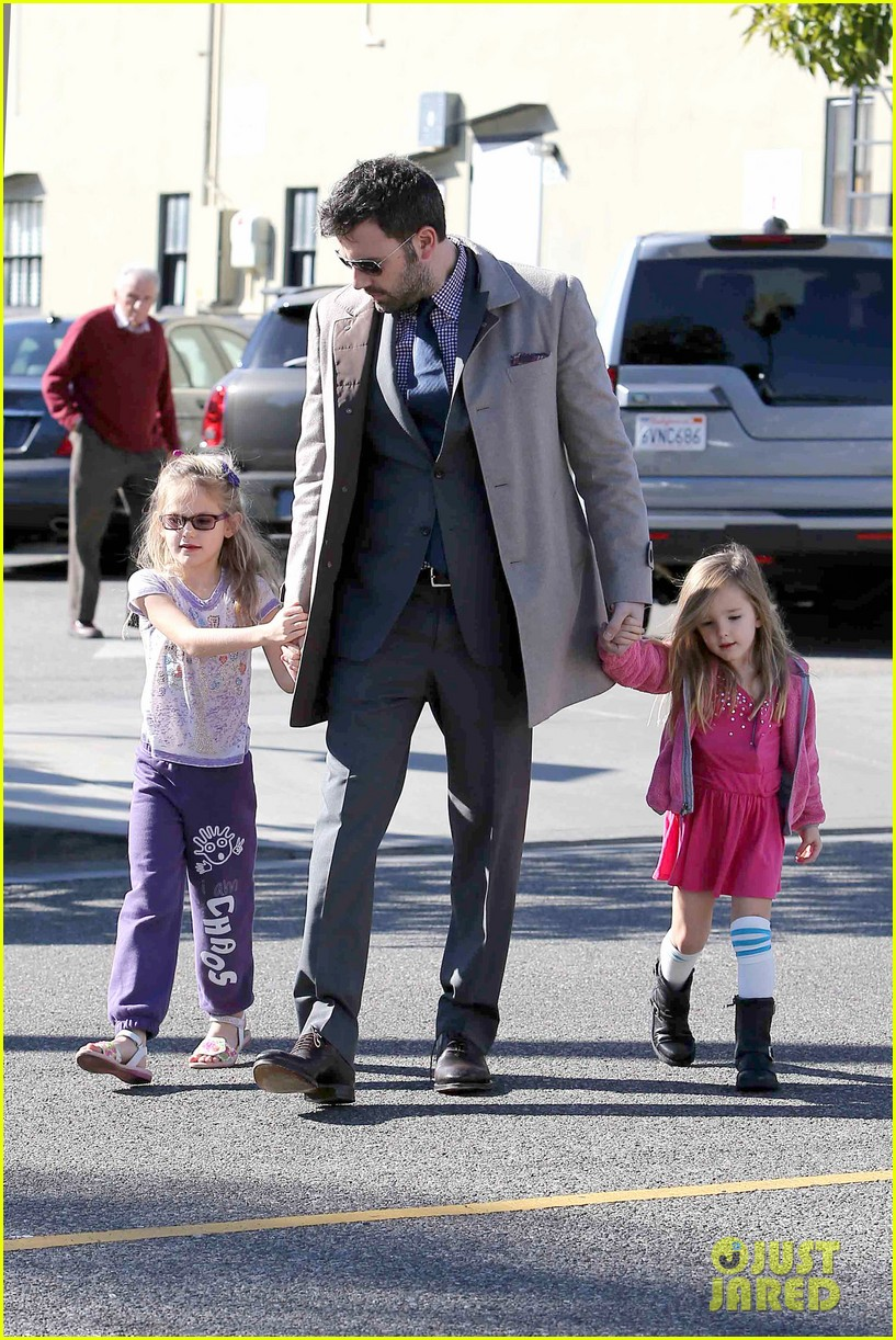 ben affleck williams sonoma shopping with the girls 142779872