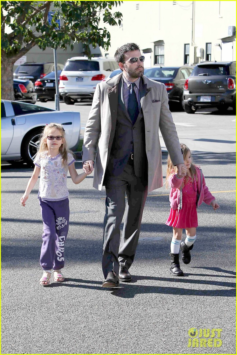 ben affleck williams sonoma shopping with the girls 202779878