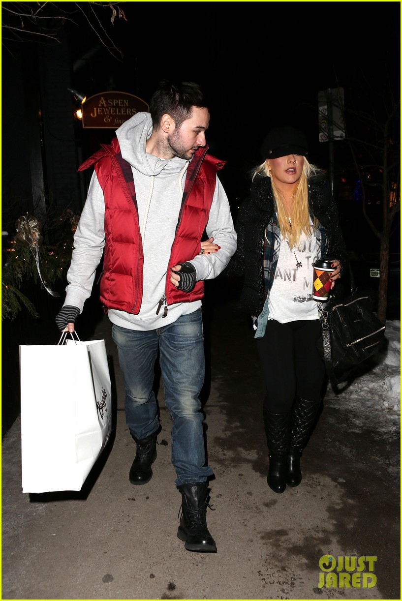 christina aguilera matthew rutler boogies shopping in aspen 032779845